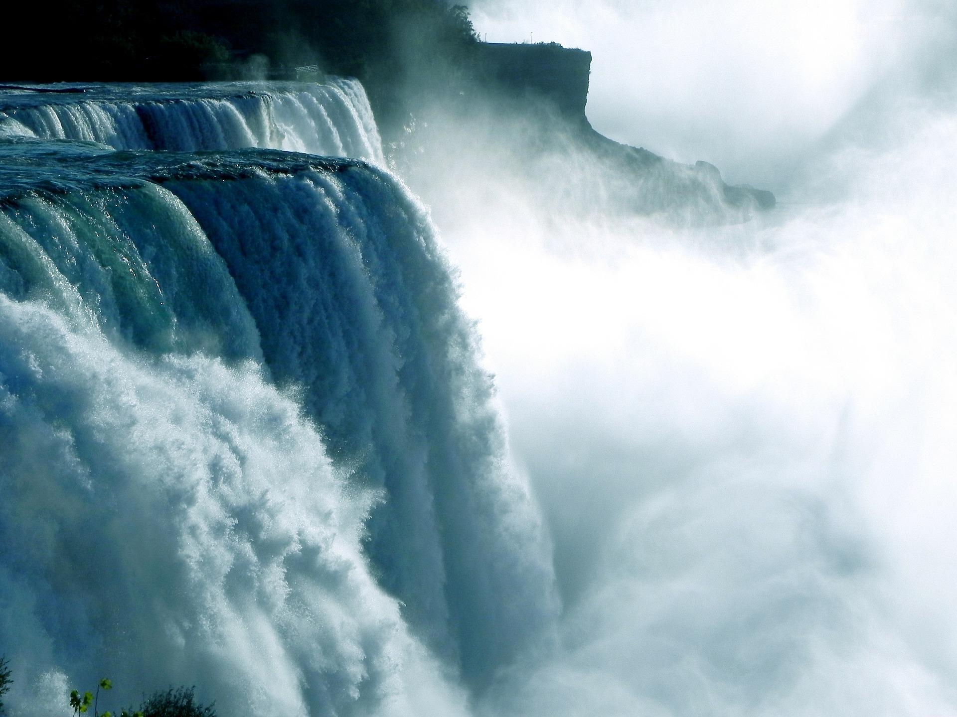 niagara-falls-218591_1920.jpg