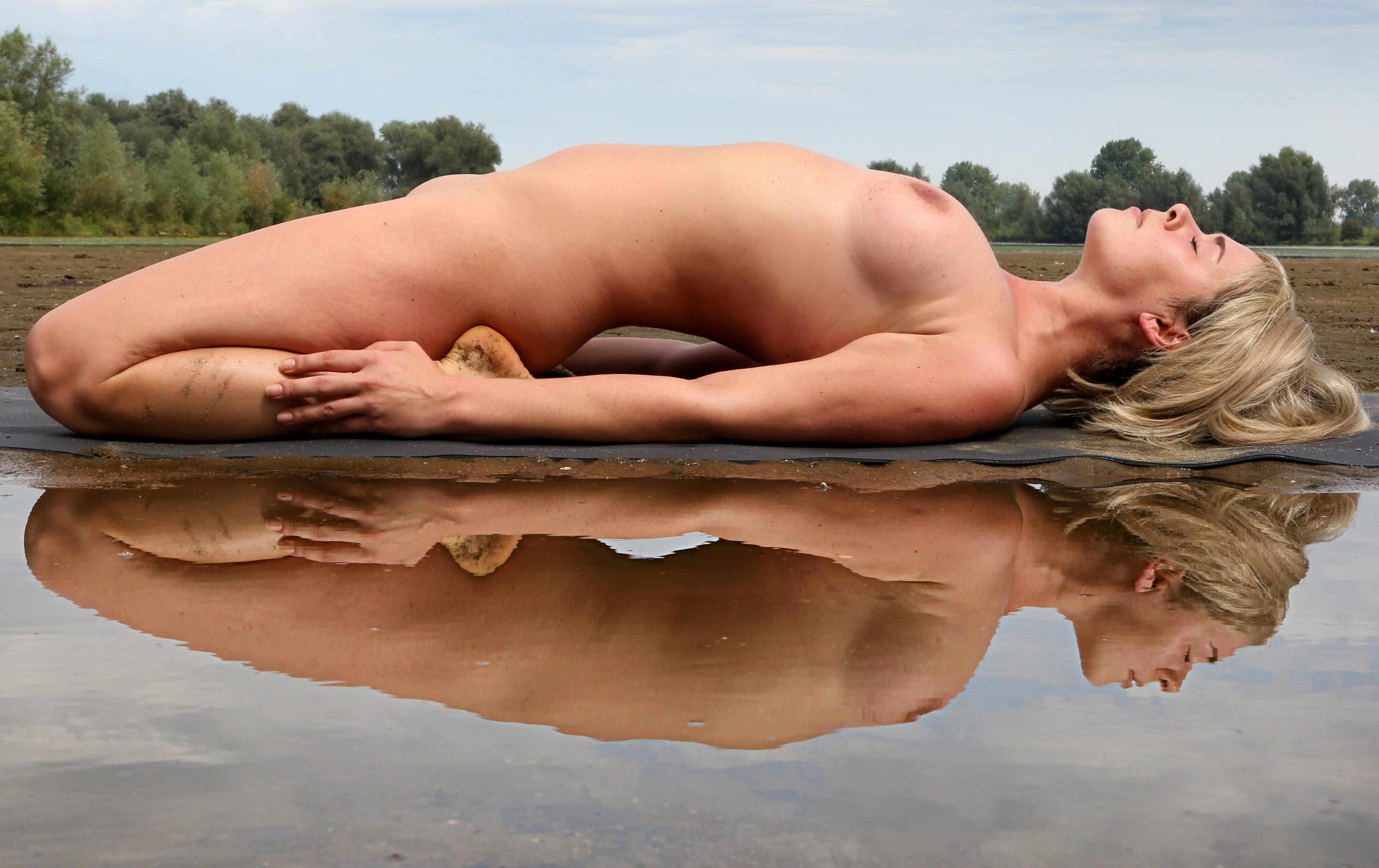 Back Nude Beautiful Image Photo