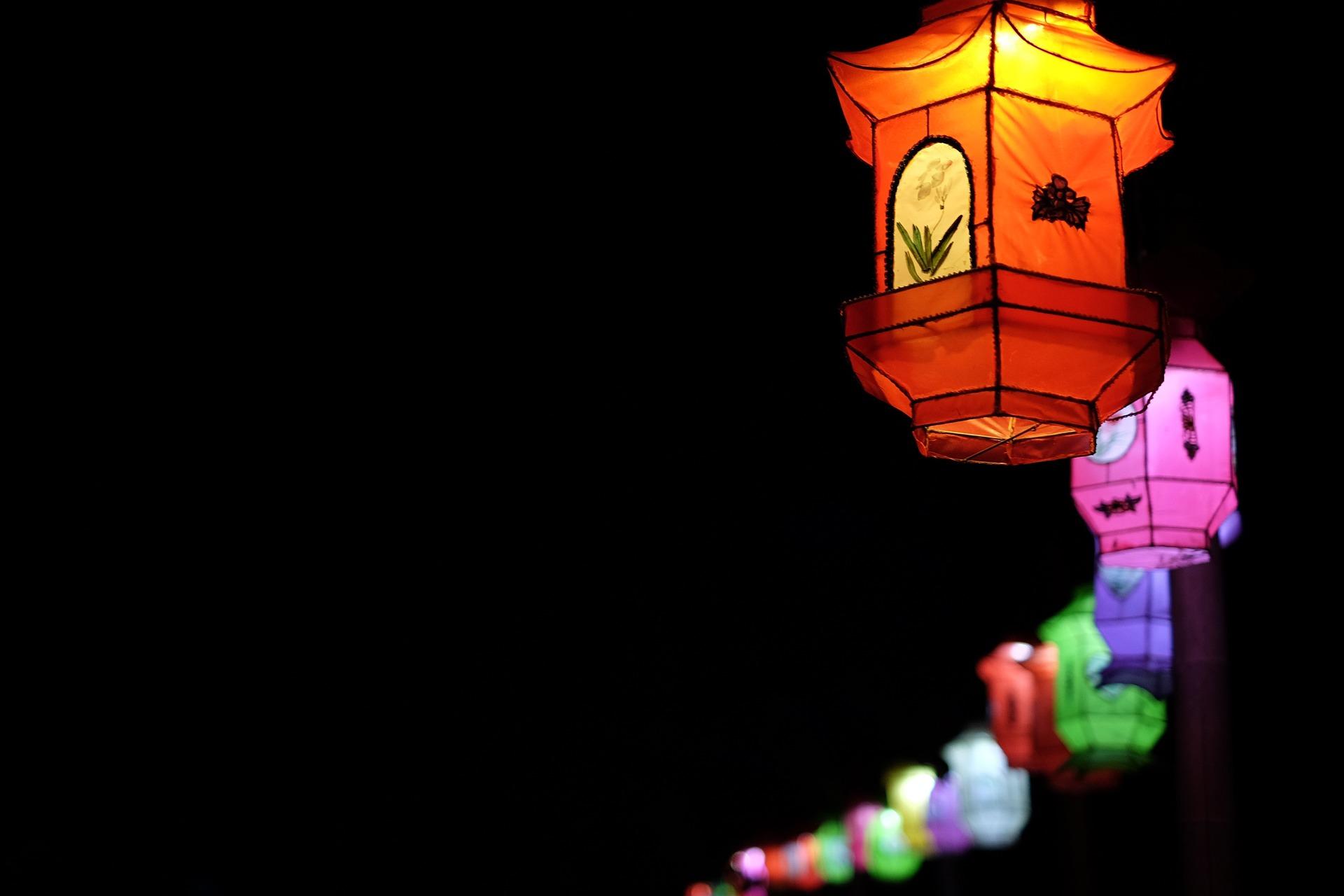 lantern-1209456_1920.jpg